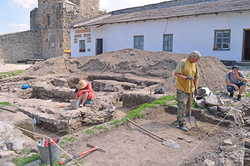 Розкопки на території фортеці