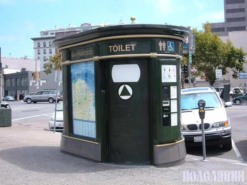 А в таких туалетах справляють природню нужду мешканці та гості розвинутих країн.