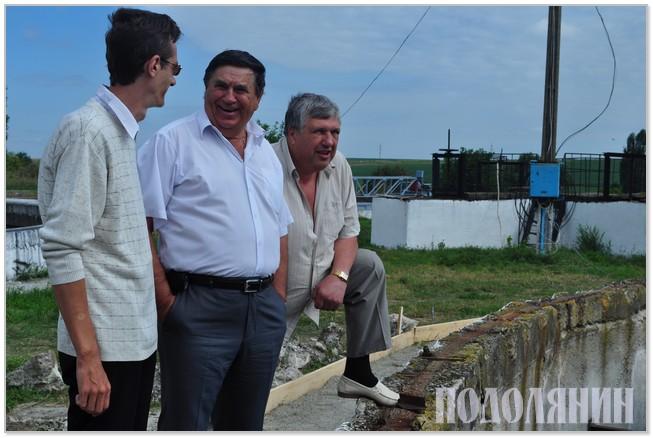 Валерій ГОРДІЙЧУК (у центрі) на очисних спорудах