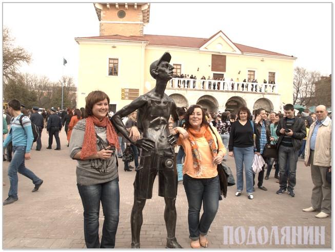 Біля Ратуші прижився турист