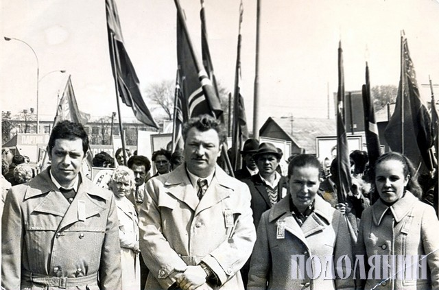 Леонід МАЗУРЕНКО (у центрі)