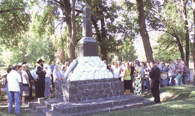 28 серпня у мікрорайоні Жовтневому відбувся траурний мітинг і молебень із нагоди сумних подій, що сталися тут влітку 1941 р.