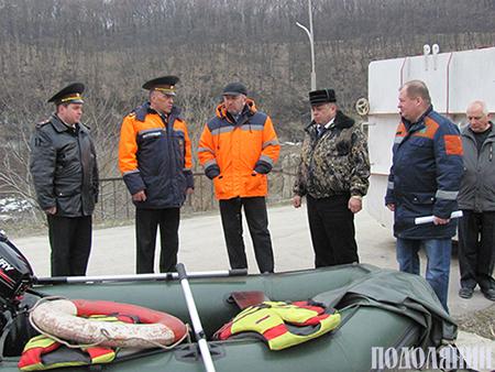 Рятувальники демонструють міській владі   свою готовність до паводків