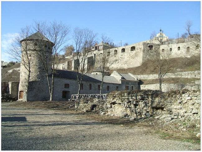 Оборонні мури Прибрежної башти