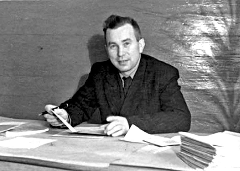 Микола Тарнавський у робочому кабінеті, 1953 рік