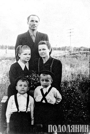 Семен з дружиною Вірою, її донькою та спільними синами