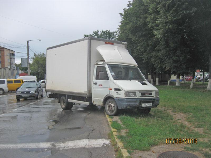 «Припаркувався» на кілька сотень