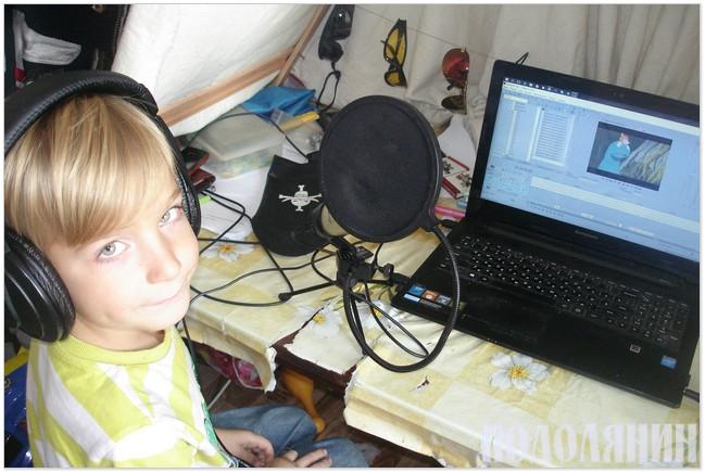 7-річний Любомир озвучує динозаврика
