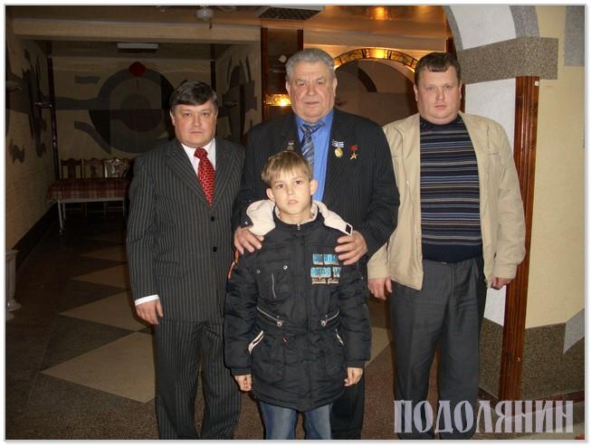 Юрій Скринчук із батьком Леонідом Юрійовичем, братом Олегом і племінником Леонідом