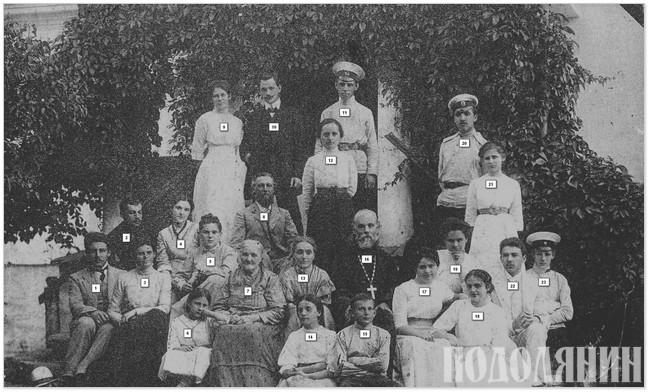 На сімейному фото початку 1910-х років: Костянтин Ватич (16), його дружина Наталія (13) та її мати (7), Ольга Ватич (18) і її чоловік Олекса Приходько (22), Ганна (Галя) Ватич (17), Олена Ватич (12), Євгенія Ватич (14), Кіндрат Приходько (8), Віктор Приходько (1),  Ольга (Туся) Приходько (6), бабуся Юрія Шульгіна - Віра Приходько (21)