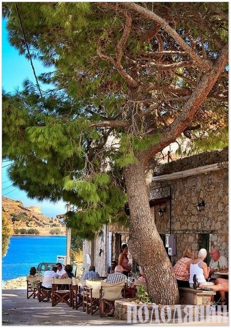 Такі затишні ресторанчики полюбляють  як греки, так і туристи