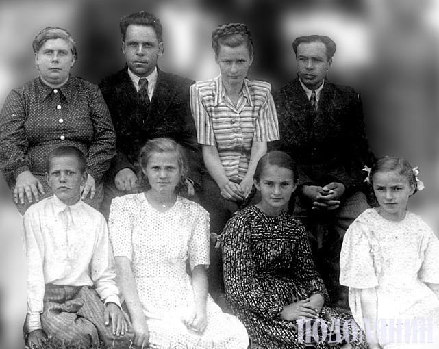 Петро ПЕНЬКОВ (на фото праворуч)
