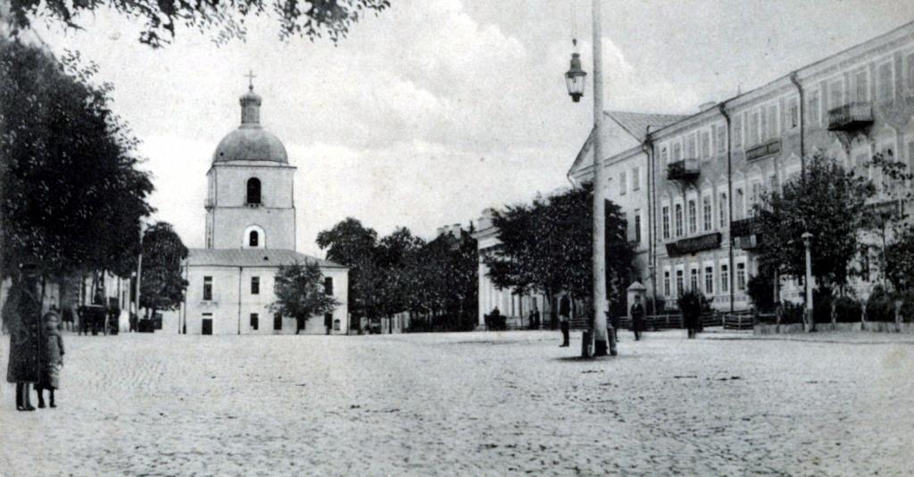 Губернаторська площа