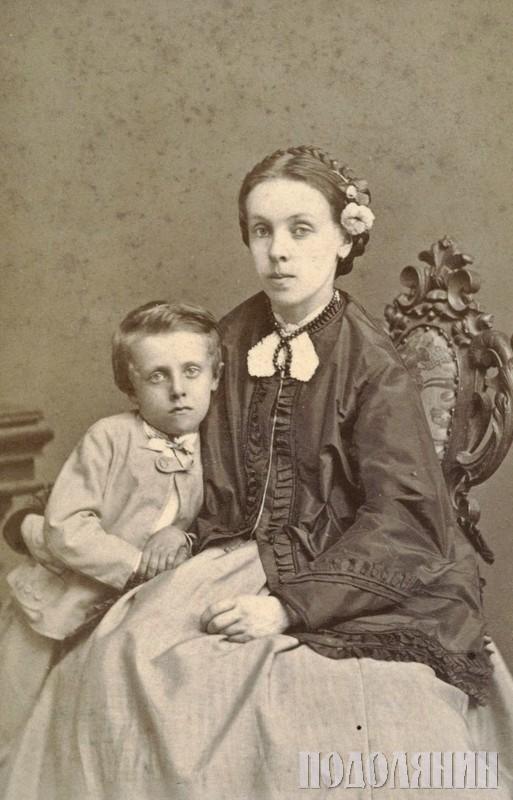 Портрет МАР'ЯНСЬКОЇ із сином.  Кам'янець-Подільський, 1865 р.  Фото Юзефа КОРДИША