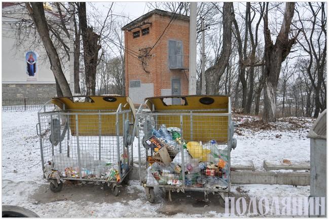 Контейнери для сортованого сміття на Руських фільварках