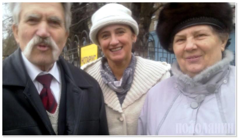 Валентина ВОЛОШИНА (в центрі) з подружжям ЛУК'ЯНЕНКІВ