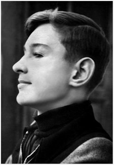 Роман Віктюк - десятикласник середньої школи №44 Львова, 1953 рік