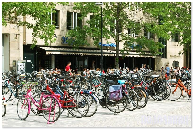 Амстердам по праву називають велосипедною столицею світу