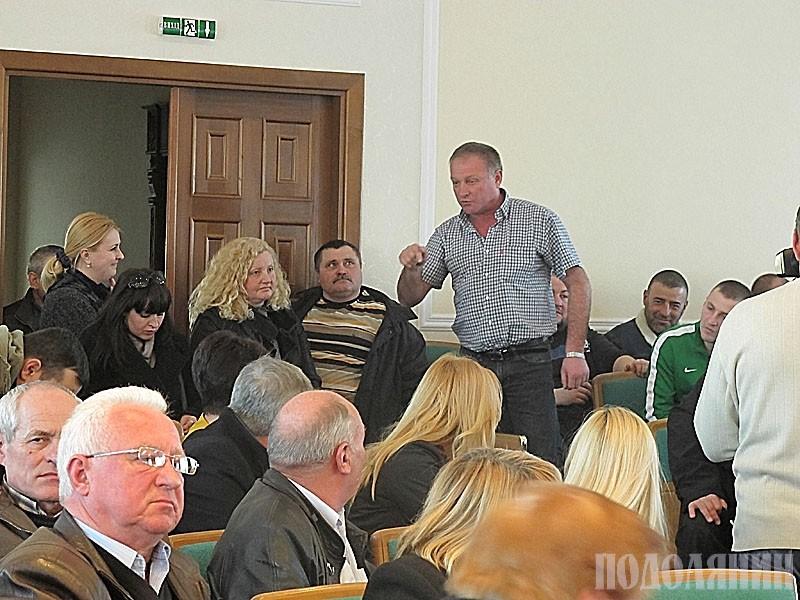 Під час обговорень присутні поділилися на два табори: перевізники і пасажири