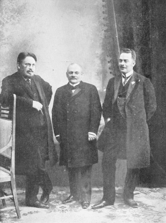 Зліва направо: Анатолій Савенко, Яків Офросімов та Іван Ракович, 1909 рік