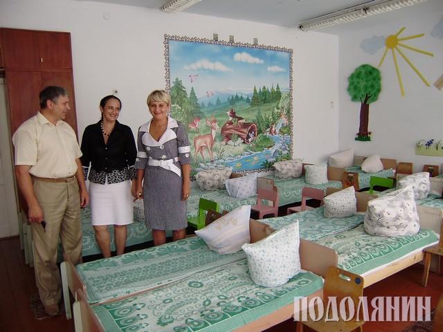 Під час оглядин навчальних закладів (Валентина ВОЛОШИНА у центрі)