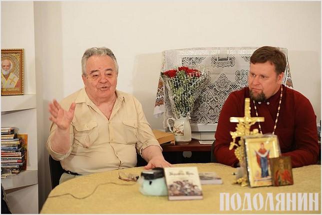 Володимир Білінський (ліворуч) під час презентації в Боярці