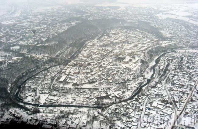 Старе місто в петлі Смотрича. Вигляд з повітряної кулі. Фото Дмитра ЯРОВОГО.