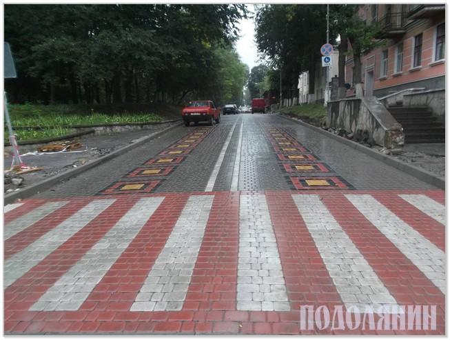 Тепер вулиця кольорова і майже пішохідна