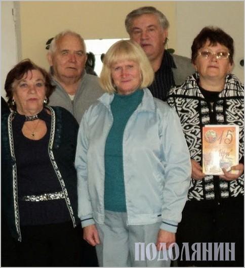 Людмила Дрезналь (у центрі) серед колег із «Ліри»