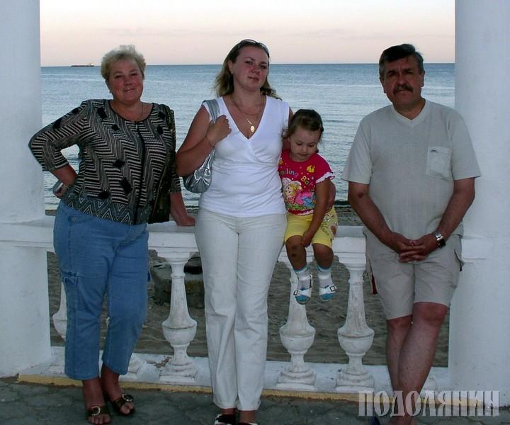 З дружиною Аллою Вікторівною, донькою Тетяною  та онучкою Катрусею