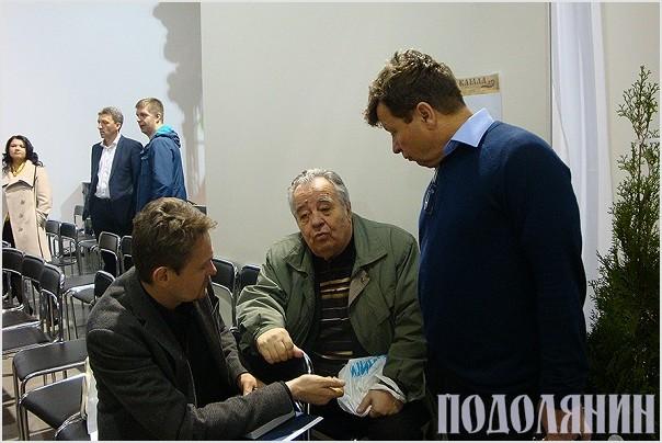 Володимир Білінський (у центрі) на презентації в рамках «Книжкового Арсеналу»