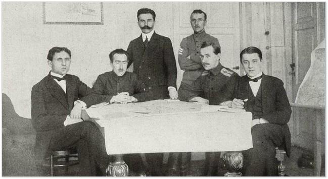Голубович (другий ліворуч) на мирній конференції в Бресті
