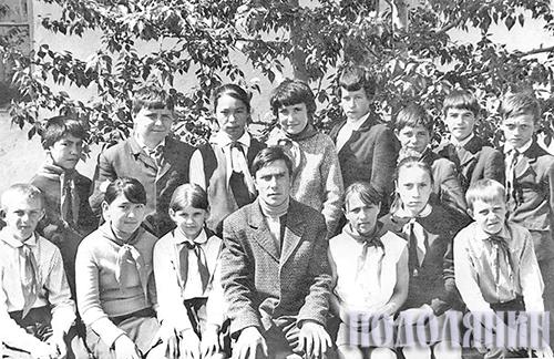 Петро Лук'янович - класний керівник 5-го класу Каменецької восьмирічки.   Вересень 1972 року