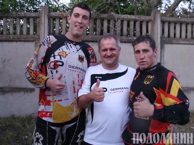 Бенджамін ВАЛЬЦ, головний тренер збірної Німеччини Томас ШЕФЛЕР, Андреа РЕТІХ (зліва направо)