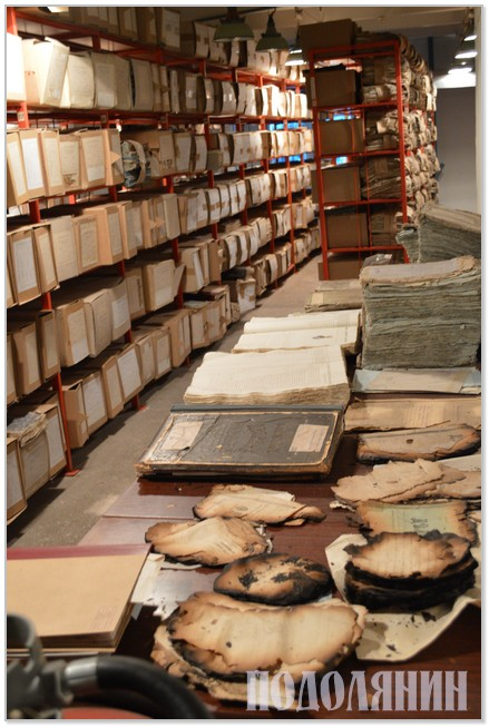 Документи кам'янецького архіву: деякі вже картоновані,   а деякі - у довгій черзі на реставрацію