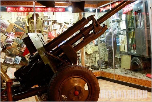 Фрагмент експозиції в музеї-заповіднику, присвячений Другій світовій війні