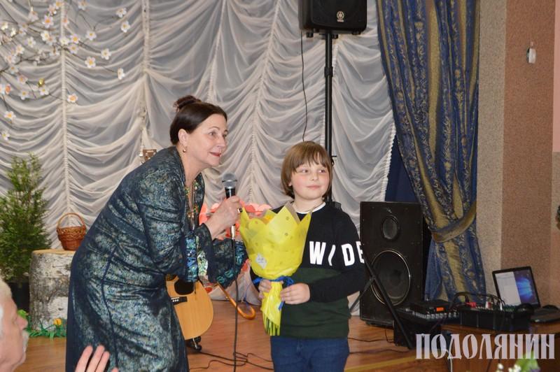 Ніна Митрофанівна під час виступу в «Славутинці»