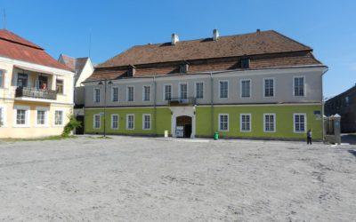 Сучасний вигляд духовного училища, в якому нині розміщена Галерея мистецтв