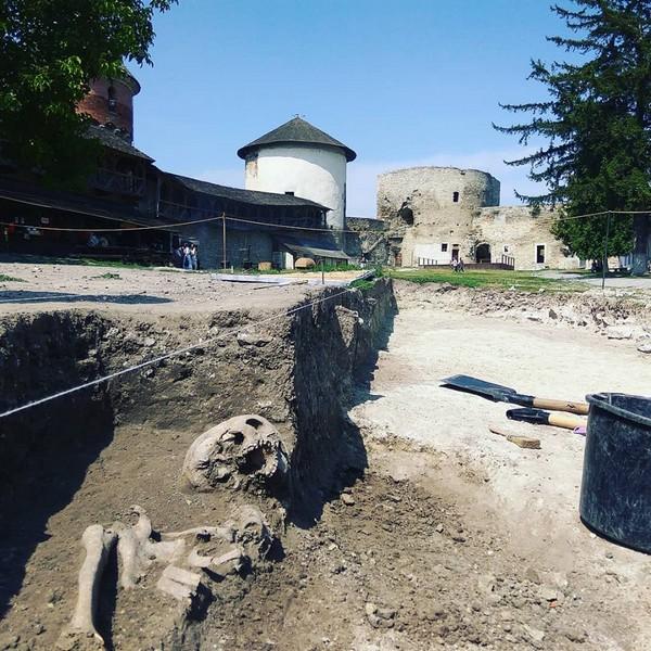 Фото розкопу на території фортеці, надане директором історичного музею-заповідника Олександром Зарембою