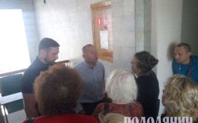 У міській раді інвестору ставлять запитання мешканці Соборної