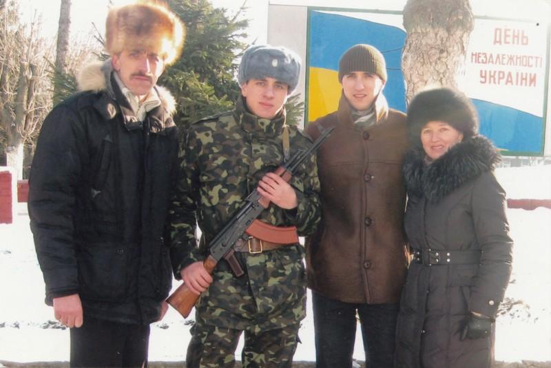 У колі родини: Володимир Іванович, сини Віталій та Олександр, дружина Людмила