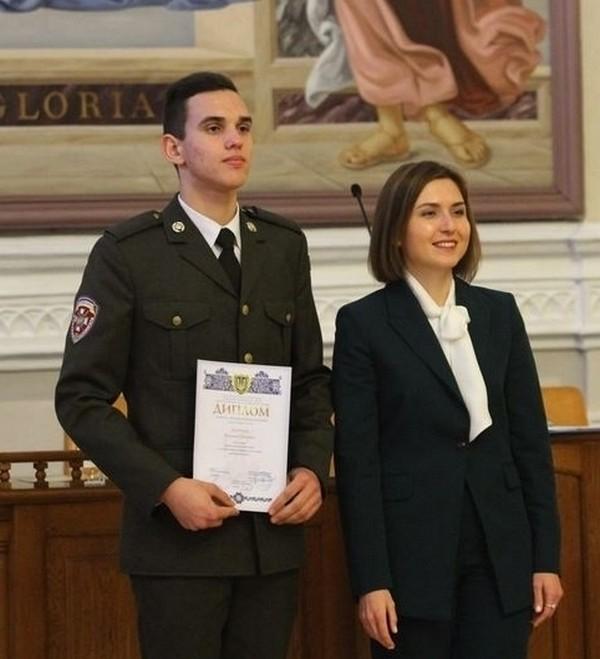 Каленик Iванцов ліворуч
