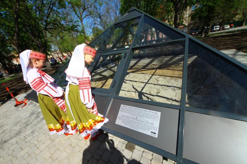 Фрагмент музеєфікованої найстарішої бруківки України. Один з об'єктів музею-заповідника