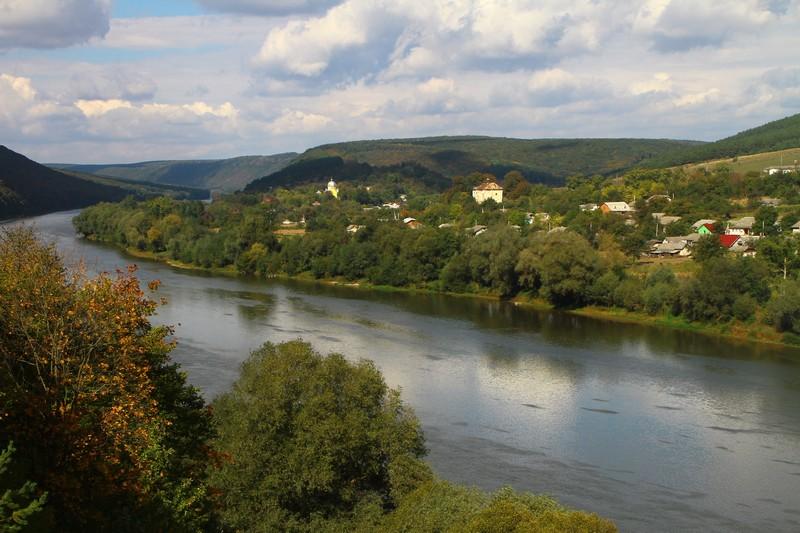 Панорама села Устечко на Дністрі
