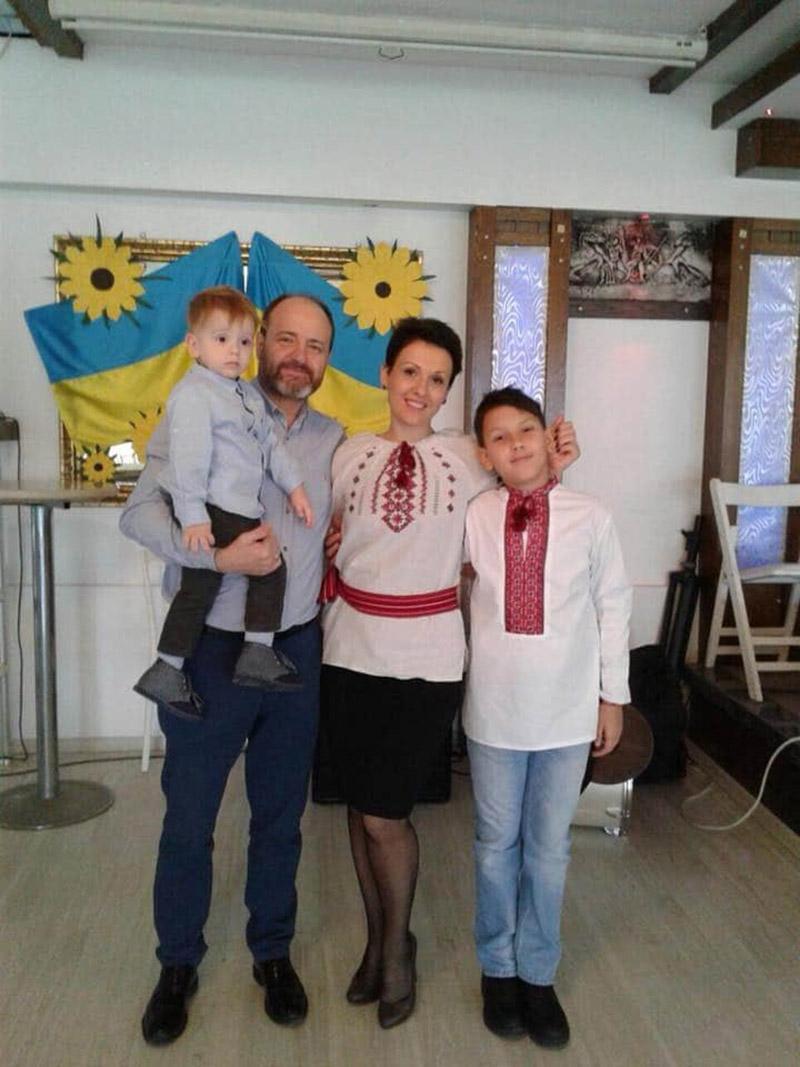 Родина Піянджі в Ізмірі під час відзначення дня Святого Миколая