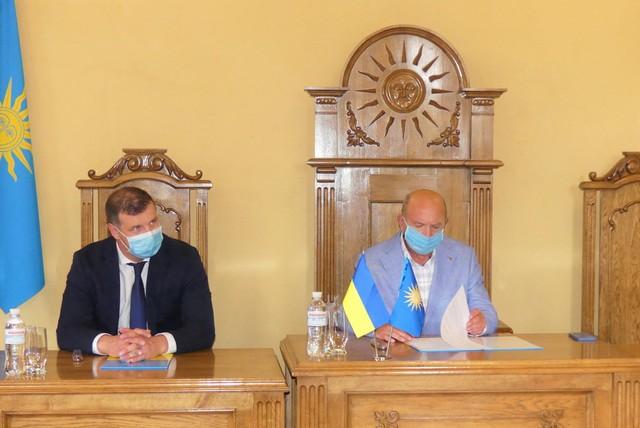 Меморандум підписали секретар Полтавської міської ради Олександр Шамота та міський голова Михайло Сімашкевич