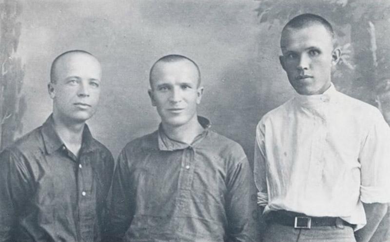 Зліва направо: Григорій Костюк, Сава Божко і Терень Масенко. Осінь 1929 року