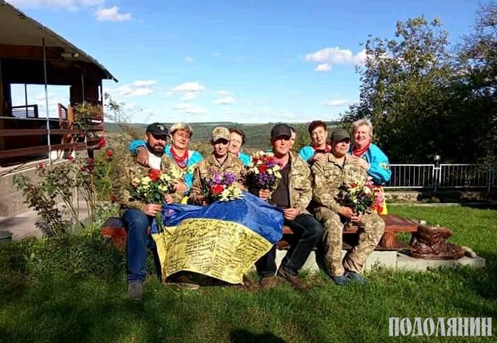 Фото на згадку з концерту до Дня захисника України