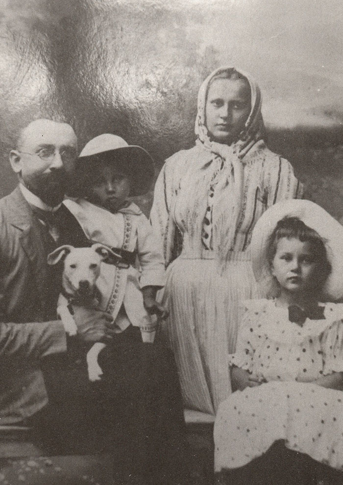 Кароль Ролле з дружиною Марією, дочкою Марією  та сином Яном. 1906 рік