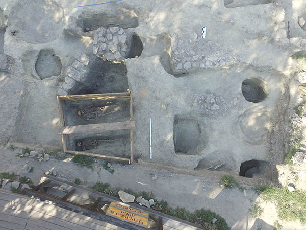 Археологічні роботи у дворі Старої фортеці